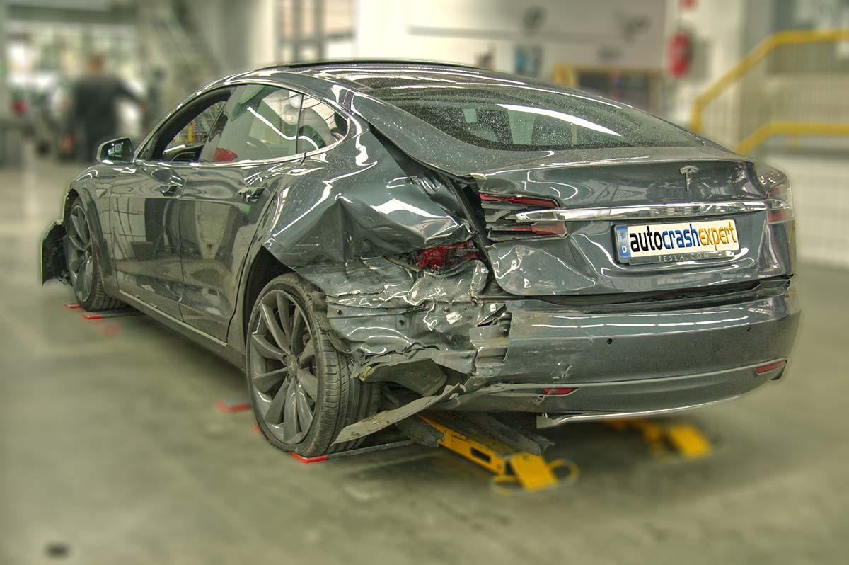Unfallschaden Tesla